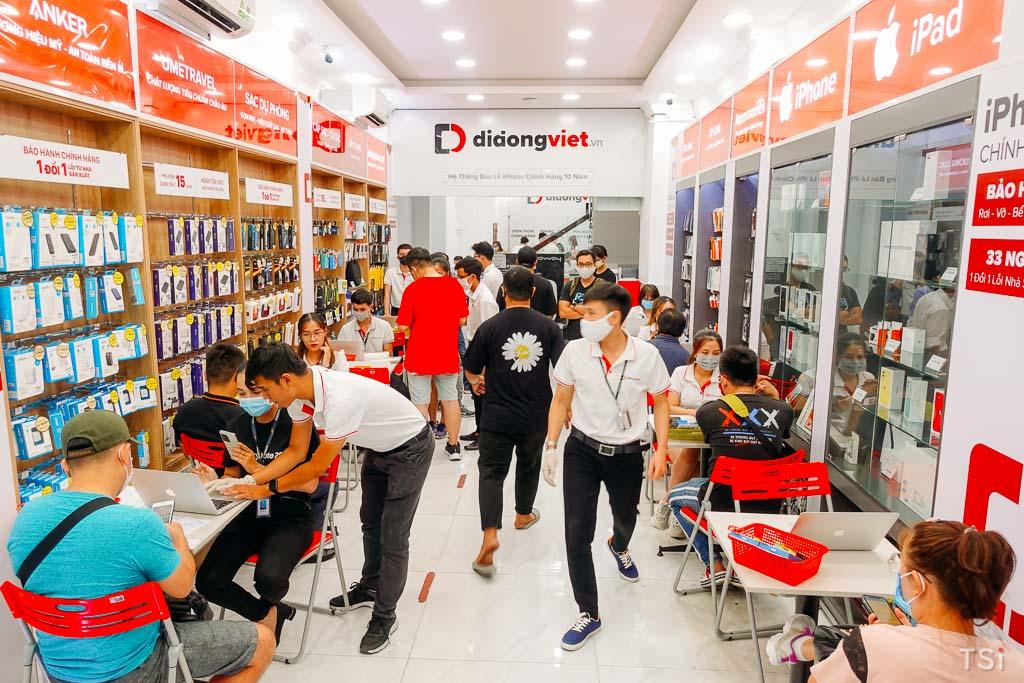 Sôi động đêm mở bán Galaxy Note 20/Ultra tại Di Động Việt