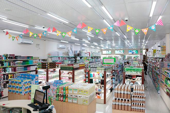 Cửa hàng lớn với cách phân chia khoa học giúp khách hàng dễ dàng chọn lựa