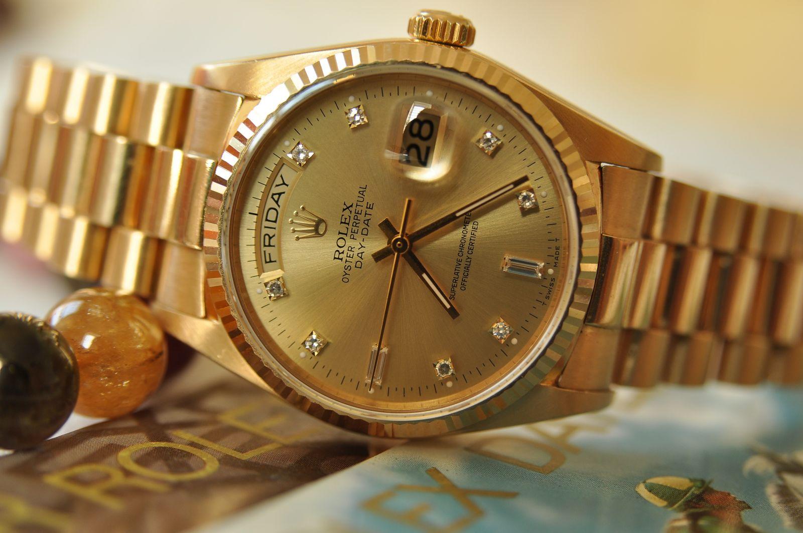 Đồng hồ Rolex bằng vàng có đặc điểm gì?