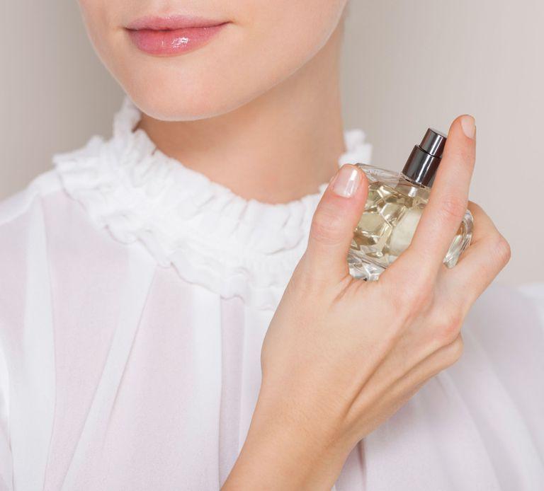 Cách giữ mùi nước hoa lâu nhất có thể với các mẹo hay - Bannuochoa.vn